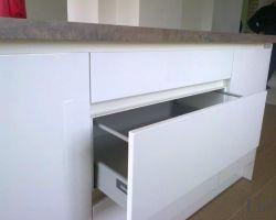 Virtuvės baldų furnitūra 17