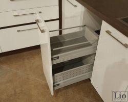 Virtuvės baldų furnitūra 38