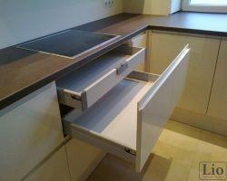 Virtuvės baldų furnitūra 15